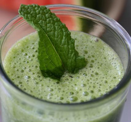 http://karatetraining.org/weblog/wp-content/uploads/2008/01/green_smoothie.jpg